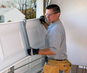 VA Garage Door Installer And Repair Insurance